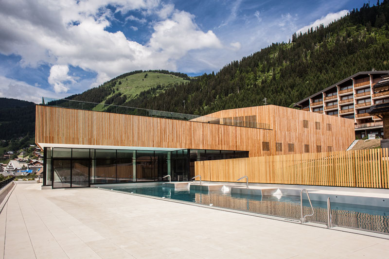 Massif autour piscine trendy centre aquatique de chtel for Piscine gerardmer