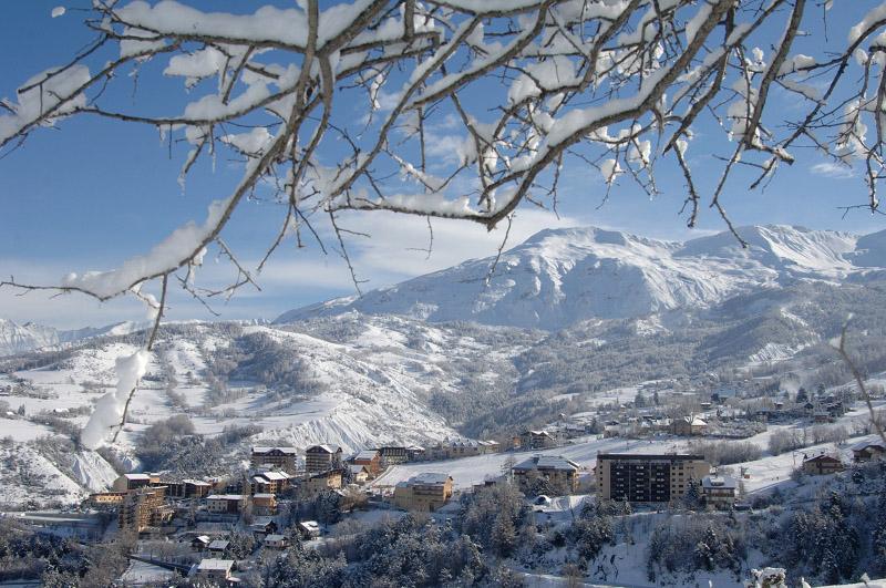 Les Alpes de Haute-Provence sous le soleil à Sauze et Sainte-Anne